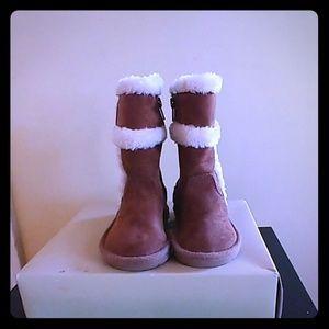 Little girls Michael Korrs boots